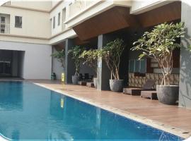 Channel Stay @ Tamansari Mahogany Apartment, apartment in Karawang