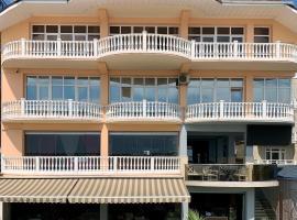 Hotel Kavkaz, отель в Лазаревском, рядом находится Парк Культуры и Отдыха