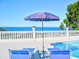 Santa Maria Villa Sleeps 14 Pool Air Con WiFi, hotel with pools in Santa Maria di Castellabate