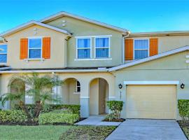 4 Bedroom SunHaven Townhouse with Pool Near Disney, villa in Kissimmee