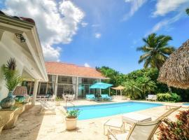 Modern Villa with Jacuzzi & Staff & Golf Courses at Casa de Campo, hotel with jacuzzis in La Romana