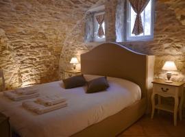 LOCUS AMOENUS, hotel with jacuzzis in Lirac