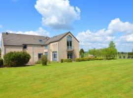 Luxury Villa with Swimming Pool in Sourbrodt, hotel with pools in Waimes
