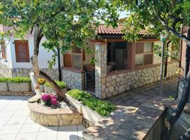 House with 2 bedrooms in Marina di Camerota with wonderful mountain view shared pool enclosed garden 300 m from the beach, pet-friendly hotel in Marina di Camerota