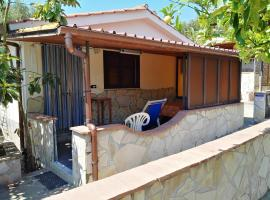 House with 2 bedrooms in Marina di Camerota with wonderful mountain view shared pool enclosed garden 300 m from the beach, hotel with pools in Marina di Camerota