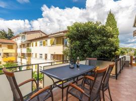 Apartment Lazzarich with Terrace, hotel in Poreč