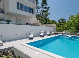 Villa Graf, hotel with pools in Podstrana
