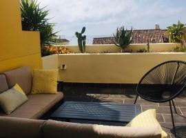 Apartamento con terraza y vista al mar en Puerto Alto, lägenhet i Estepona