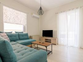 Cozy flat with 1 bedroom next to metro station, hotel in Athens