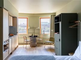 Locke at Broken Wharf, apartment in London