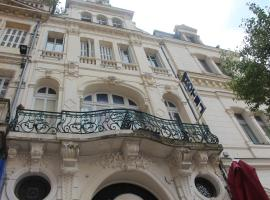 Hotel Au Chapon Fin, hotel in Poitiers