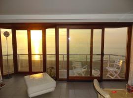 LUXURY APP, frontal sea View + south terrace + garage, apartment in Middelkerke