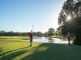 Noosa Springs Golf & Spa Resort, hotel in Noosa Heads