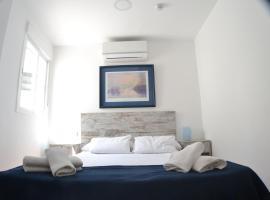 Hotel Boutique Nomadas, hotel cerca de Parque Natural de los Montes de Málaga, Málaga