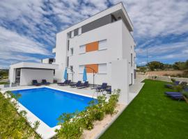 Pool Apartments & Rooms Mare, self catering accommodation in Novalja