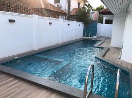 Villa la Ibiza 10mins to Walking Street, apartment in Pattaya South