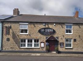 OYO La Spada Boutique Hotel, hotel near University Hospital of North Durham, Durham
