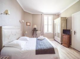 Hôtel Souvenirs de Familles, hotel in Saintes