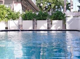 Crest Hotel Suites, hotel in Miami Beach