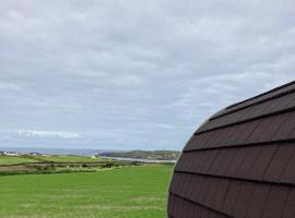 Allihies Beach View Glamping Pods, hotel in Ballydonegan