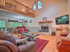 Pet-Friendly Innsbruck Cabin with a Hot Tub!, vacation rental in Helen