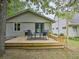 Charming Home with Deck, 2 Mi to Lake Michigan!, vacation rental in Traverse City