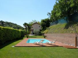 Rustico Villa Marciaga, cabin in Costermano