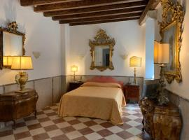 Luxury Apartment in San Marco with Canal View, budget hotel in Venice