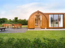 Orchard Glamping, hotel in Catterall