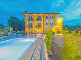 Hotel Nuova Barcaccia, hotell i Peschiera del Garda