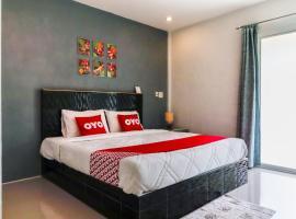 OYO 1029 Os Rooms, hotel in Nai Yang Beach