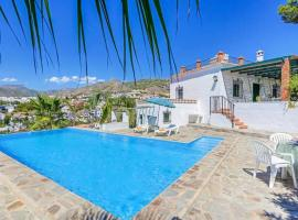 Nerja Villa Sleeps 5 with Pool Air Con and WiFi, accessible hotel in Nerja