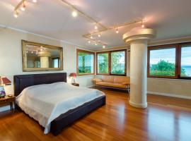 Lake Front Luxury Suites, villa in Sirmione