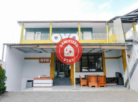 OYO 894 Nusa Indah Residence Syariah, hotel in Batu