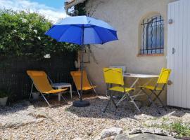 Studio indépendant avec jardin sur la côte Varoise, hôtel à La Valette-du-Var près de: Université du Sud-Toulon-Var