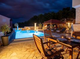 Luxury Villa Allen with Pool, room in Klimno