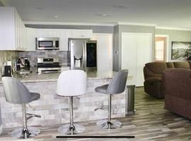 CYC Lounge with Guest House, vacation rental in San Antonio