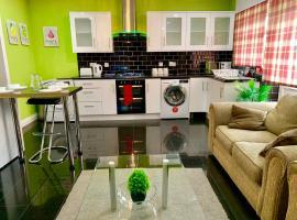 London Luxury 2Bed, Reception, Garden, Apartment, hotel near Gants Hill Tube Station, Ilford