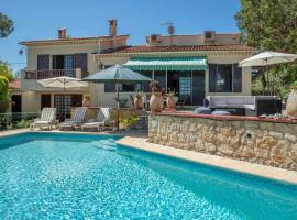 Apt 6-117328, hotel in Six-Fours-les-Plages