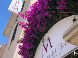 Hotel Chalet De L'isere, hotel near La Malmaison Art Center, Cannes