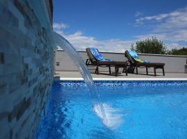 Vacation home Meri, hotel in Mirce