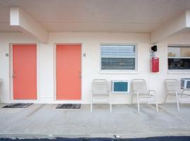 Venice Villas * Studio #51, apartment in Venice
