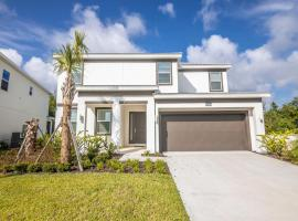 Near Disney - 6BR Family Resort Mansion - Private Pool!, pet-friendly hotel in Kissimmee