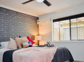 Grey Brick Apartment, pet-friendly hotel in Gold Coast