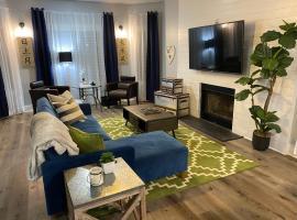 Entire Home, Downtown ATL, Sleeps 7, 3br, 3baths, 4 beds, sleeper sofa, the ATL 5 Star Experience, villa in Atlanta