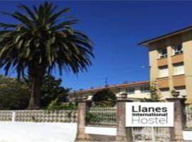 Llanes International Hostel, hotel in Po