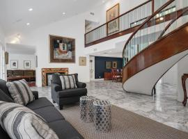 Hollywood Hills Upscale 6bd/5.5ba, pet-friendly hotel in Los Angeles