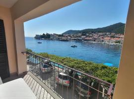 Private Beach Apartment and rooms, family hotel in Brna