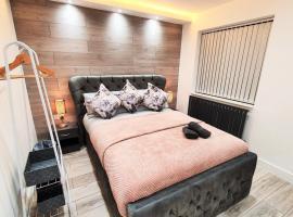 Luxurious *5 Bedroom House*In Center Of Birmingham, hotel in Birmingham