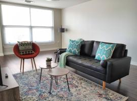 Upscale 2BR Apts Close to Downtown by Frontdesk, vacation rental in Dallas